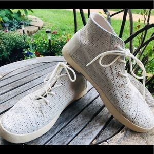 🎈2/$25🎈Toms high tops lace up shoe /sneake…